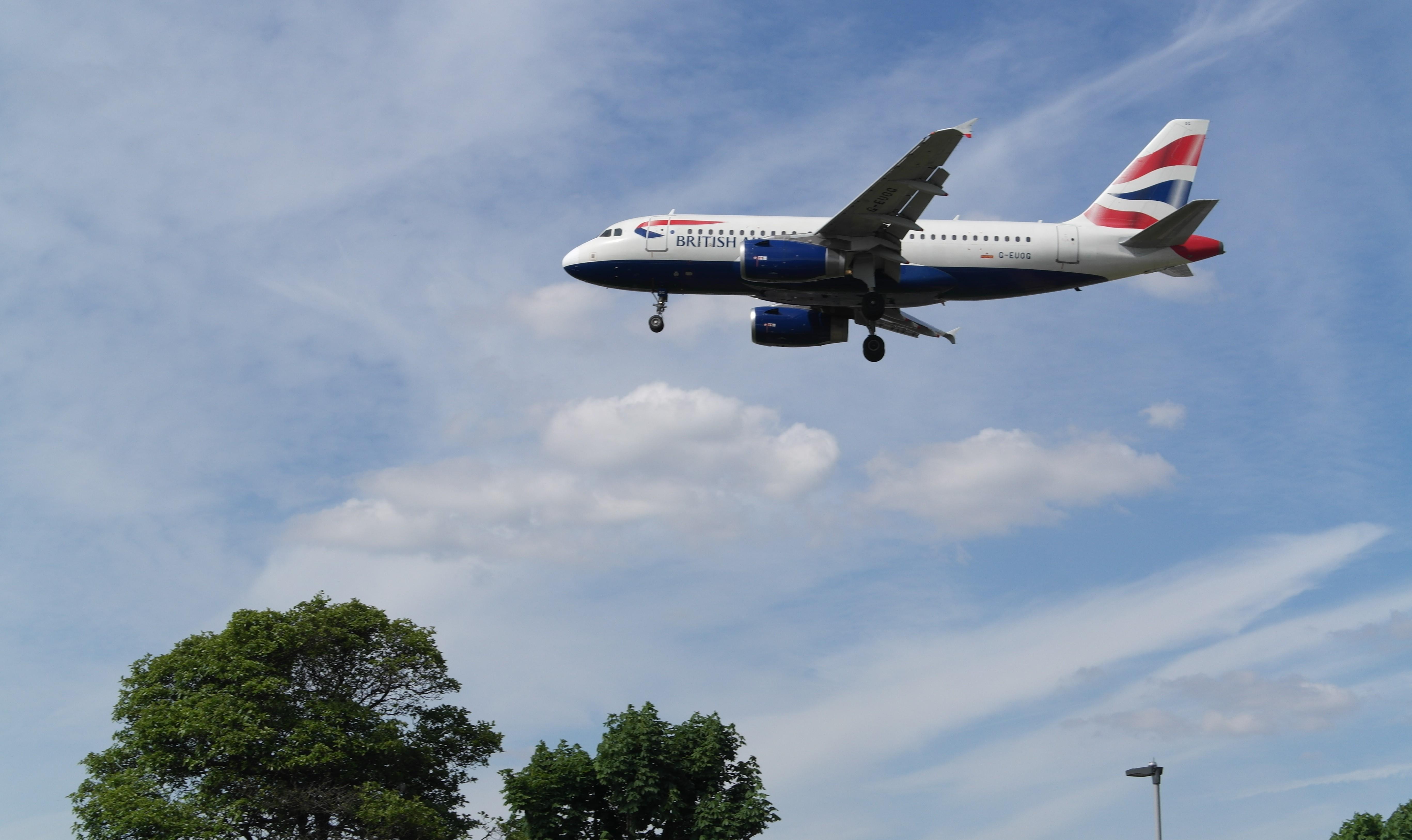Myrtel Ave – Planespotting Heathrow Airport Panorama